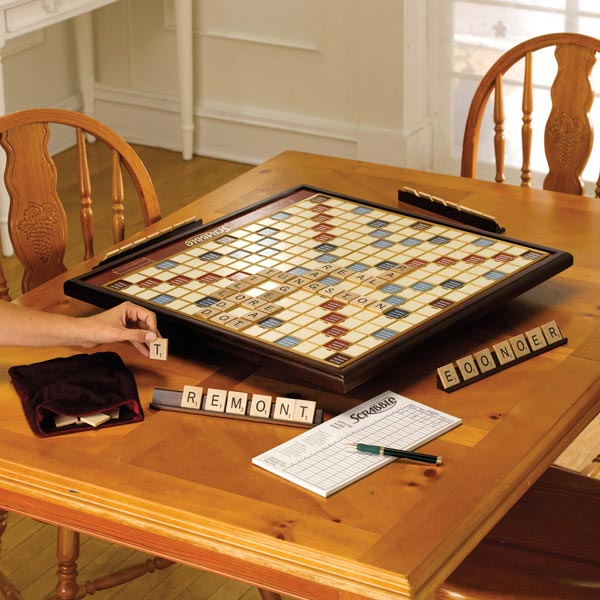 Delicieux Giant Scrabble Deluxe With Rotating Board