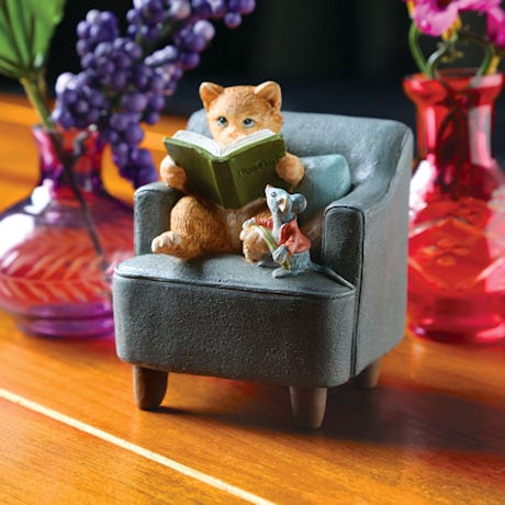 Reading Cat with Mouse